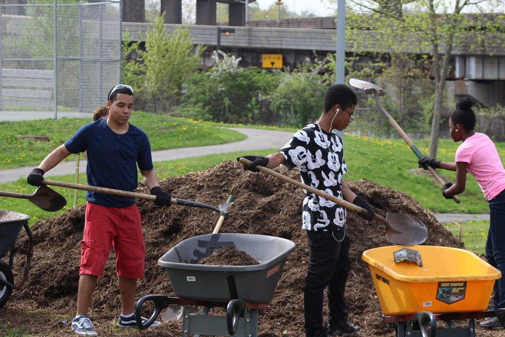 Academy of Engineering & Green Technology Hosts HPHS Earth Day Clean-up